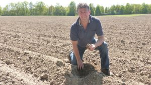 Ralf Weber from Demeter-Bauckhof Amelinghausen at the potato testing